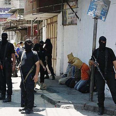 MATA-MATA ISRAEL MENYERAHKAN DIRI KE PIHAK KEAMANAN GAZA