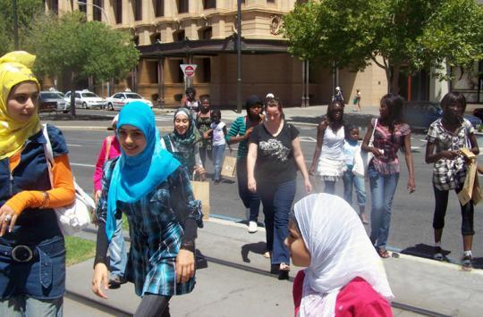 MUSLIMAH AUSTRALIA DISERANG DI KERETA MELBOURNE