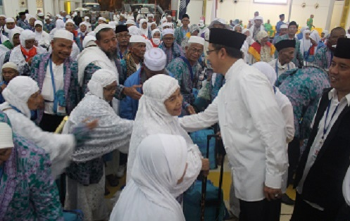MENAG LEPAS KEPULANGAN PERTAMA JAMAAH HAJI INDONESIA