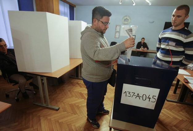 BOSNIA-HERZEGOVINA GELAR PEMILU PERTAMA SETELAH BERAKHIRNYA PERANG