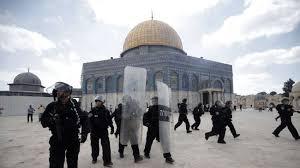 LAGI, POLISI ISRAEL SERBU MASJID AL-AQSHA