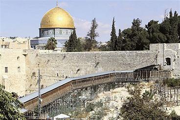 POLISI ISRAEL UMUMKAN PENUTUPAN JALAN DI AL-QUDS