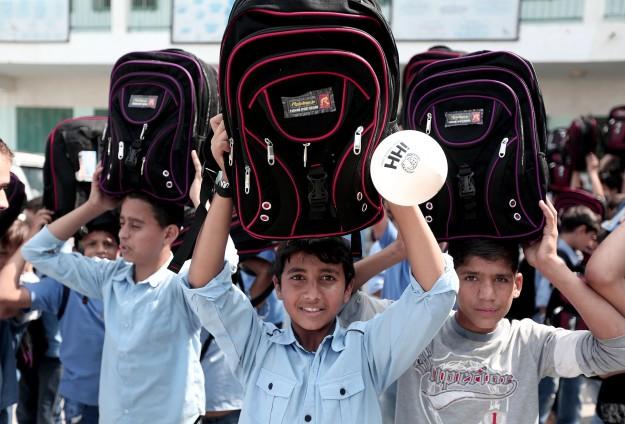 LEMBAGA KEMANUSIAAN IHH DISTRIBUSIKAN 5.000 TAS SEKOLAH UNTUK GAZA