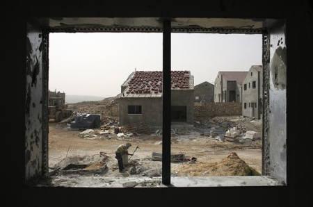ISRAEL BERLAKUKAN JAM MALAM DI DESA HAWARA SETELAH BENTROKAN