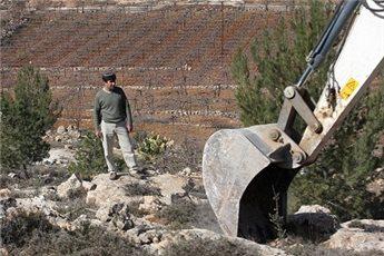 PASUKAN ISRAEL ROBOHKAN DINDING BATU TRADISIONAL PALESTINA DI NABLUS