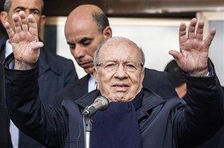 ESSEBSI MENANGKAN PEMILIHAN PRESIDEN PERTAMA TUNISIA