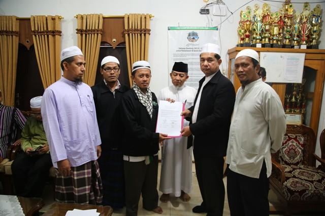 Ali Farkhan Tsani, Sekred MINA saat penandatangan MuO dengan Majelis Agama Islam Thailand bersama para saksi. Photo By : Hadis/MINA