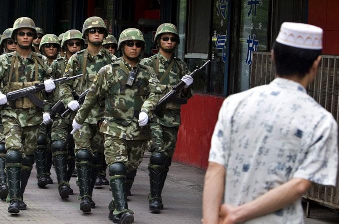 POLISI CHINA TEMBAK MUSLIM UIGHUR, TANGKAP PULUHAN LAINNYA