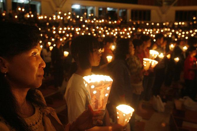 Di Indonesia, Umat Kristen Membengkak, Muslim Menyusut