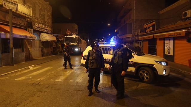 AKSI TABRAK LARI WARGA PALESTINA LUKAI EMPAT POLISI ISRAEL