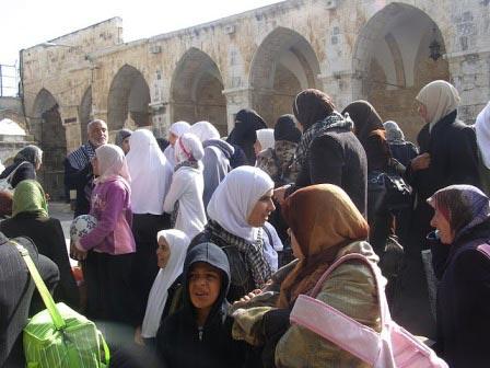 PASUKAN KHUSUS ISRAEL TANGKAP LIMA MUSLIMAH DI DALAM MASJID AL-AQSHA