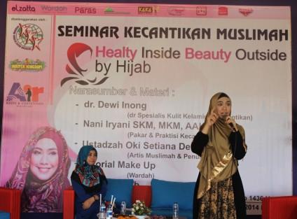 AKTIVIS MUSLIMAH: PELARANGAN JILBAB LANGGAR HAM