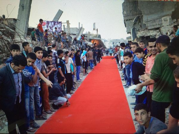 KARPET MERAH FESTIVAL MEMBENTANG DI RERUNTUHAN JALUR GAZA