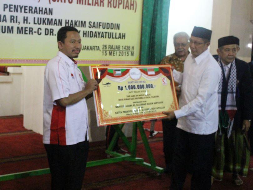 RP. 1 MILIAR DARI JAMAAH MASJID ISTIQLAL UNTUK RUMAH SAKIT INDONESIA DI GAZA