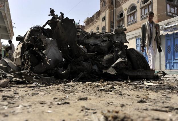 BOM MOBIL ISIS MELEDAK DI DEPAN MASJID SYIAH DI SANAA