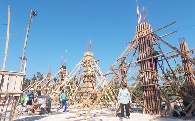 Pengerjaan Masjid terbesar di Lampung, An-Nubuwwah masih terus berjalan di bulan Ramadhan. Photo : Reza/MINA