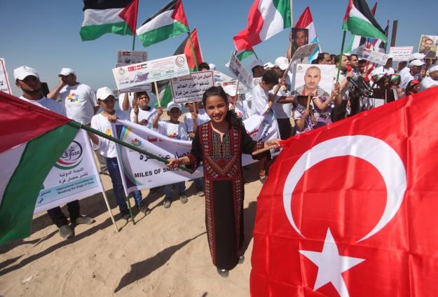 PULUHAN WARGA PERINGATI MAVI MARMARA DI GAZA