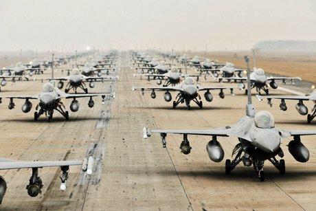 GELOMBANG PERTAMA BANTUAN JET F-16 AS TIBA DI IRAK