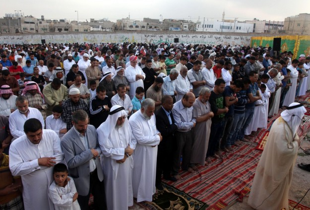 JAMAAH 10 MALAM TERAKHIR RAMADHAN BANJIRI MASJID-MASJID GAZA
