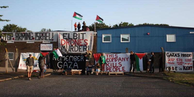 AKTIVIS KEMANUSIAAN GELAR AKSI PROTES DUKUNGAN INGGRIS UNTUK MILITER ISRAEL