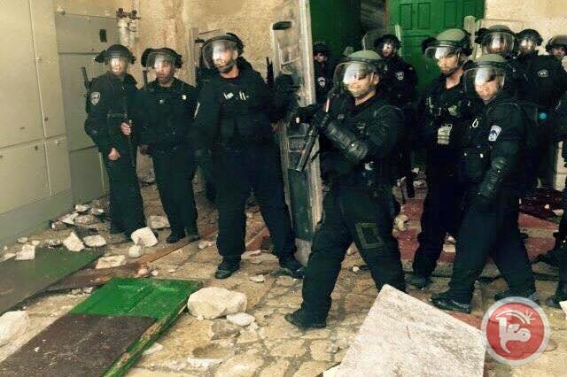PASUKAN ISRAEL SERANG MASJID AL-AQSHA LUKAI PULUHAN WARGA