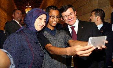 PM TURKI BERTEMU REMAJA MUSLIM AS YANG DITANGKAP DIKIRA BUAT JAM BOM