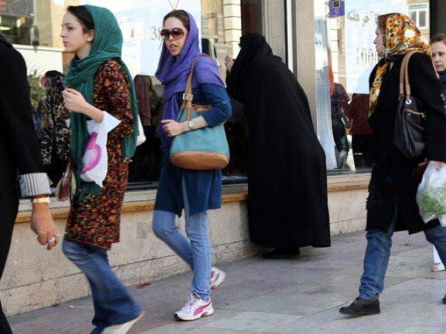IRAN DENDA RP2,7 JUTA WANITA TIDAK BERJILBAB DI TEMPAT UMUM