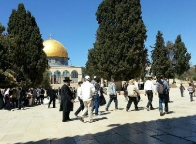 SEKOLAH TAURAT SERUKAN SISWANYA SERBU MASJID AL-AQSHA
