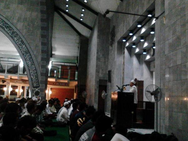 GERAKAN SHALAT SUBUH BERJAMAAH NASIONAL DI LEBIH 25 MASJID KAMPUS DI INDONESIA
