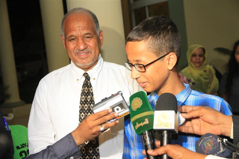 PRESIDEN SUDAN UNDANG AHMED, PELAJAR AS PENEMU JAM