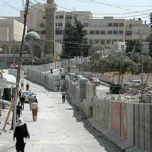 PASTOR GEREJA KATOLIK ROMA KECAM TEMBOK PEMISAH ISRAEL