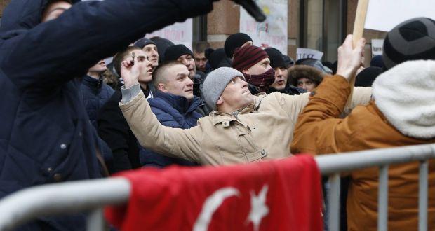 POLISI RUSIA RAZIA DAN BEKUKAN PERUSAHAAN TURKI