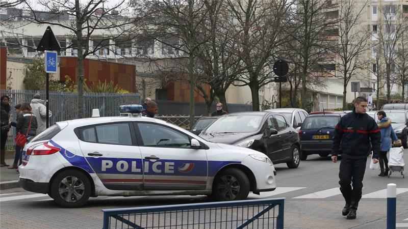 PRIA PARIS SERANG GURU DI KELAS SAMBIL SEBUT ISIS