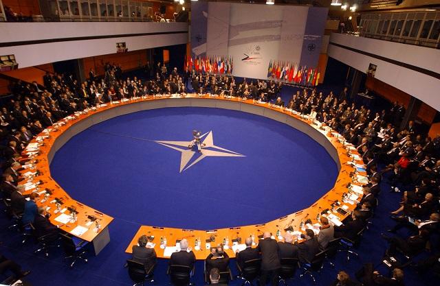 NATO ADAKAN PERTEMUAN BAHAS SITUASI TURKI-RUSIA