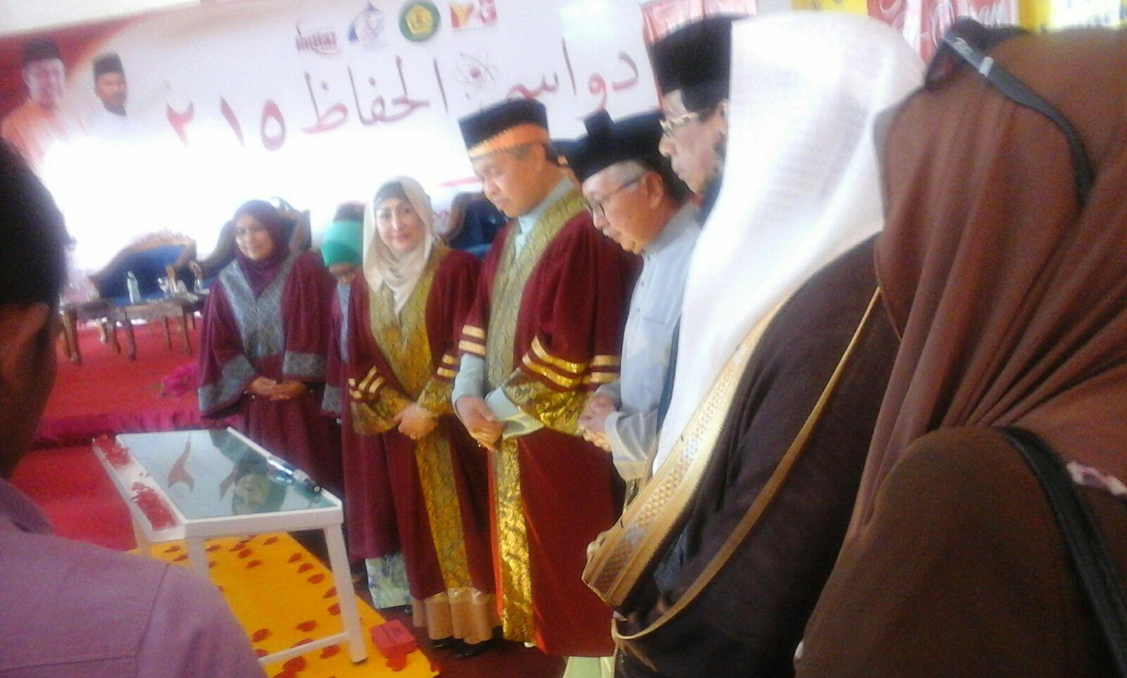 AHMAD ZAHIDI: ISLAM AGAMA TERBUKA BUKAN TEROR