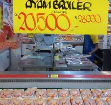 Hypermart Jamin Jual Produk Daging Ayam Halal