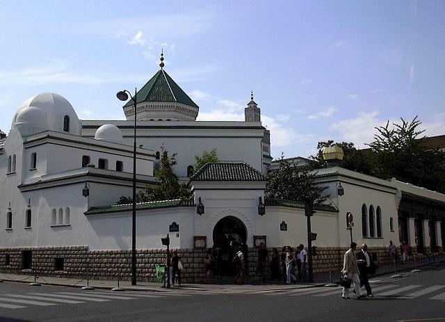 KENALKAN ISLAM YANG DAMAI, MASJID PARIS LAKUKAN OPEN HOUSE BESAR-BESARAN