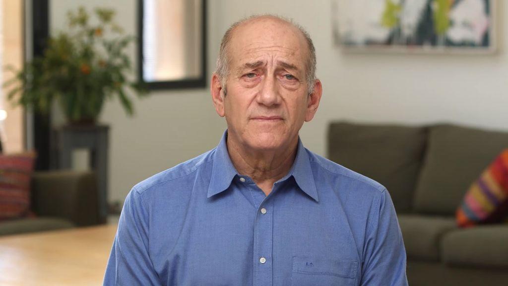 """Olmert Rilis Video """"Tidak Bersalah"""" dari Penjara"""