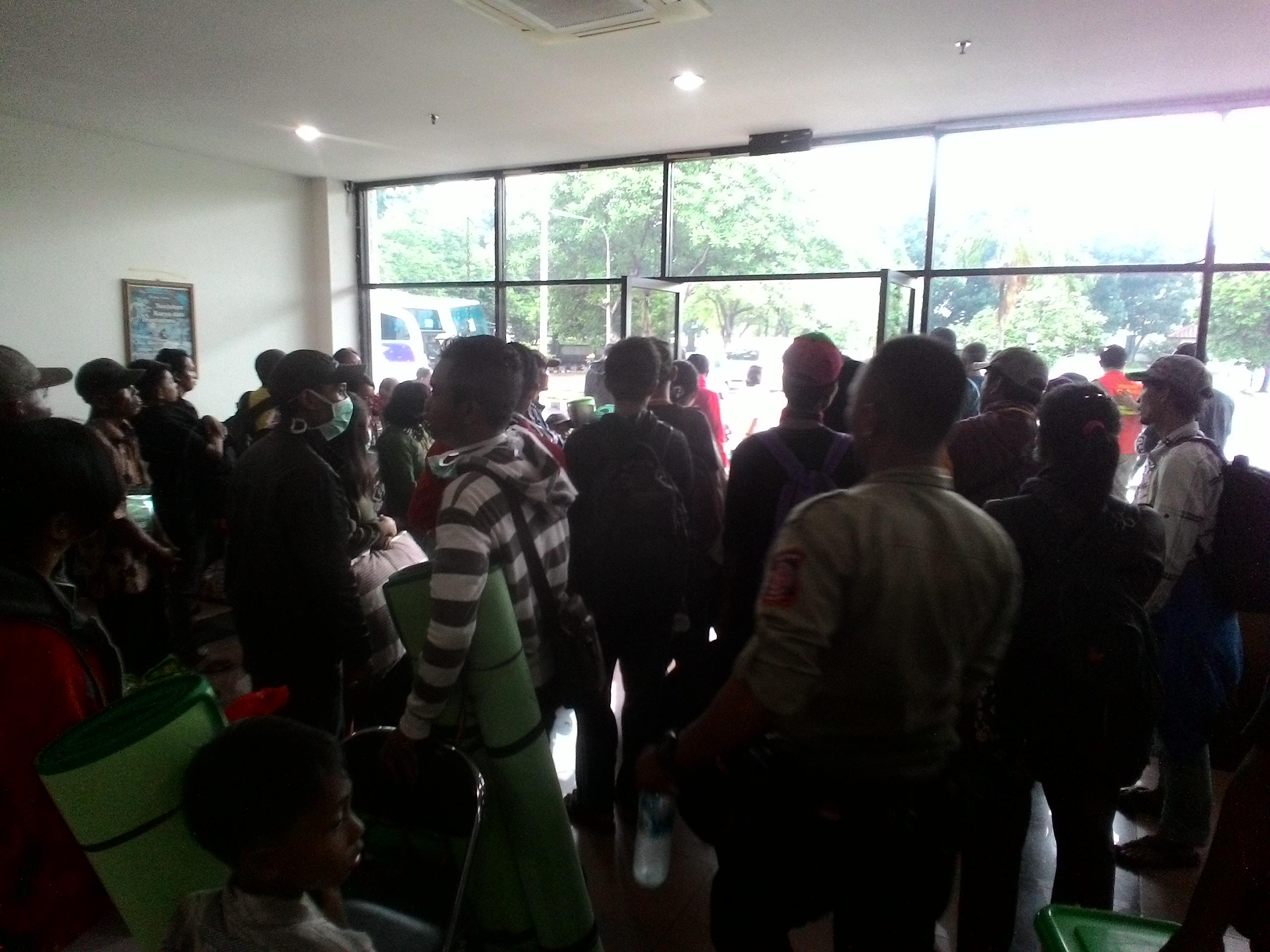 Ratusan Pengungsi Eks Gafatar di Cibubur dipindahkan ke Cimahi