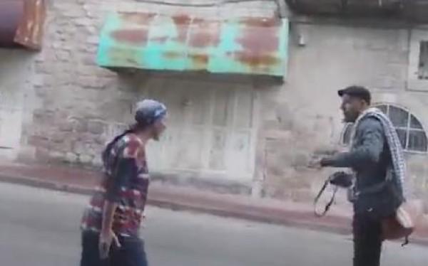 Pemukim Wanita Yahudi Aniaya Bocah Palestina dan Aktivis Solidaritas Asing