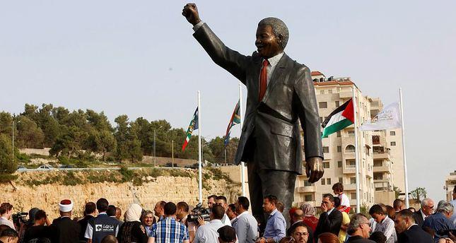 Presiden Palestina Resmikan Lapangan Nelson Mandela di Ramallah