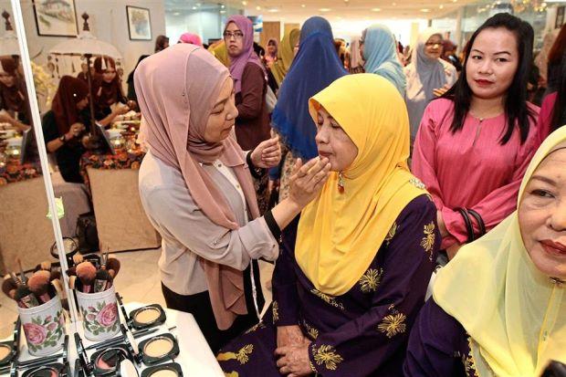 Produk Kosmetik Halal Malaysia Forest Colour Buka Cabang Baru