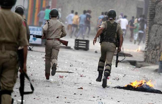 Tiga Militan Hizbul Tewas, Warga Kashmir Bentrok dengan Polisi