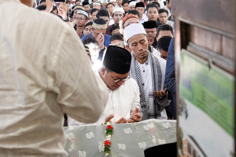 Ribuan Umat Muslim Shalatkan Almarhumah Tutty Alawiyah
