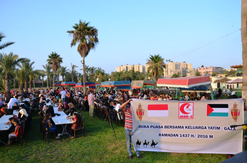 MER-C Gaza Gelar Buka Puasa Bersama 1.000 Anggota Keluarga Yatim