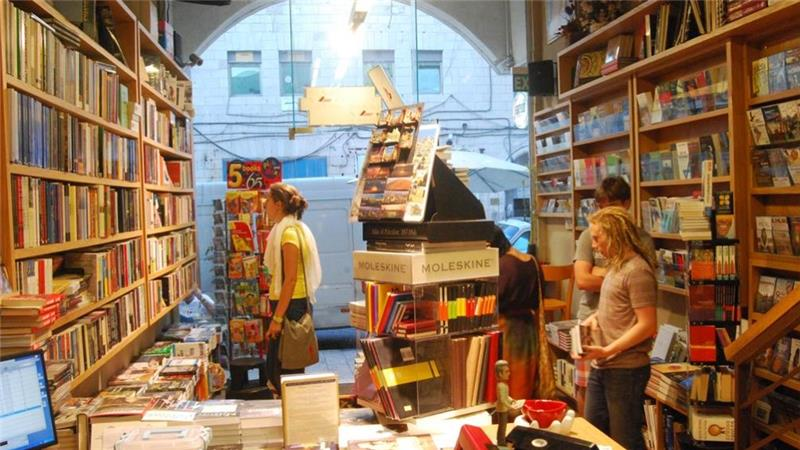 Kisah Penjual Buku yang Ingin Selamatkan Identitas Palestina
