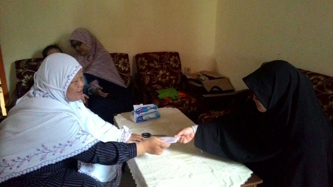 Mahasiswa KKN STAI Al-Fatah Beri Bantuan Keluarga Korban Longsor Banjarnegara