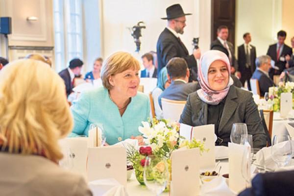 Angela Merkel Bebaskan Pajak Bagi Restoran Muslim Selama Ramadhan