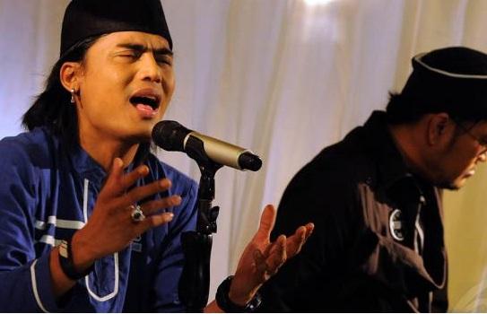 Lirik Religi Lagu Pop Indonesia