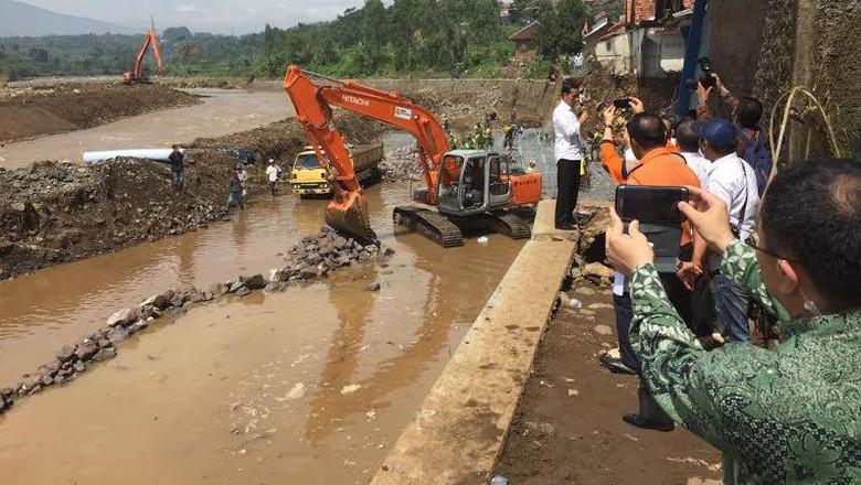 Bank MuamalatIndonesia Bantu Korban Banjir Bandang di Garut
